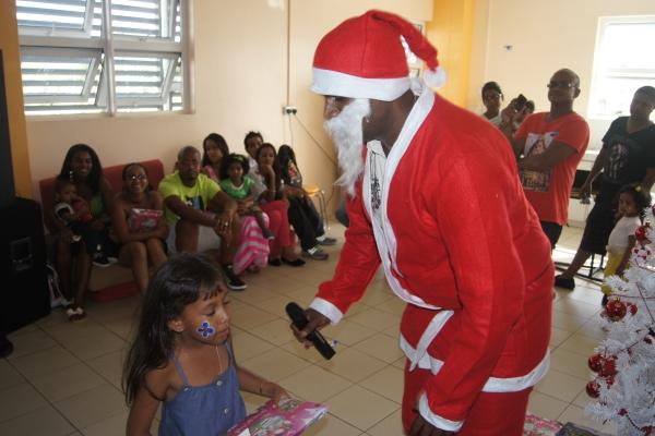 Noël 2013 - Remise de cadeau